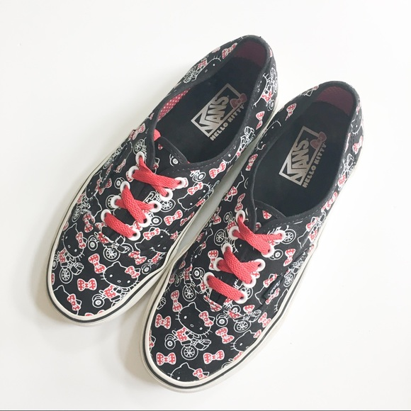 1ff576c1ab Vans Hello Kitty Edition Sneaker Red Black White. M 5b16d471de6f62e0c8c82c33